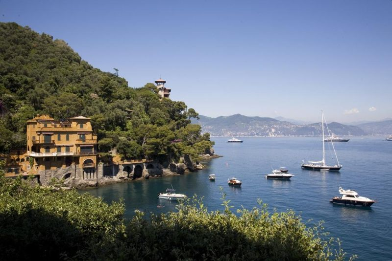Set right on the seafront in Portofino, Hotel Piccolo Portofino offers a private rocky beach with a bar. It is a historic villa that now features stylish designer interiors.