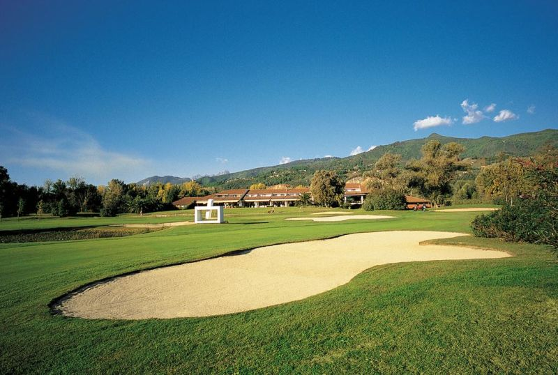 The exclusive Versilia Golf Resort is immersed in the green of the famous Forte dei Marmi Golf Club, close to Forte dei Marmi's beach and to the most important art cities in Tuscany.