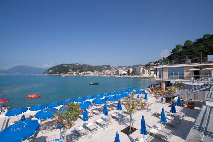 lerici Along the seaside promenade are resorts
