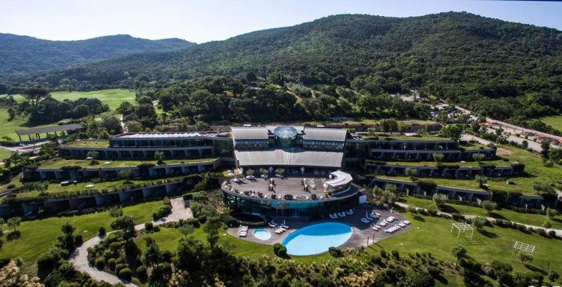 Located 3.1 mi from Porto Ercole, Argentario Golf Resort and Spa features a free organic wellness center, a panoramic 18-hole golf course and 2 tennis courts.