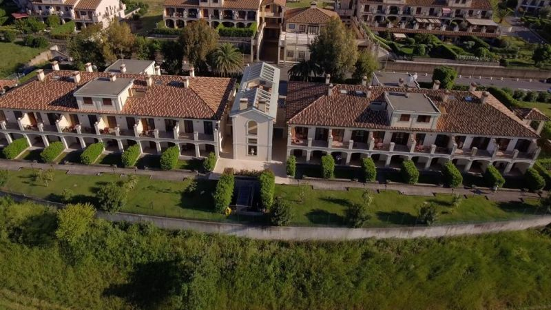 CarpeDiem Roma Golf Club offers a wellness area, and self-catering apartments with private patio or balcony and views of the Lazio countryside or the nearby Marco Simone Golf Club.